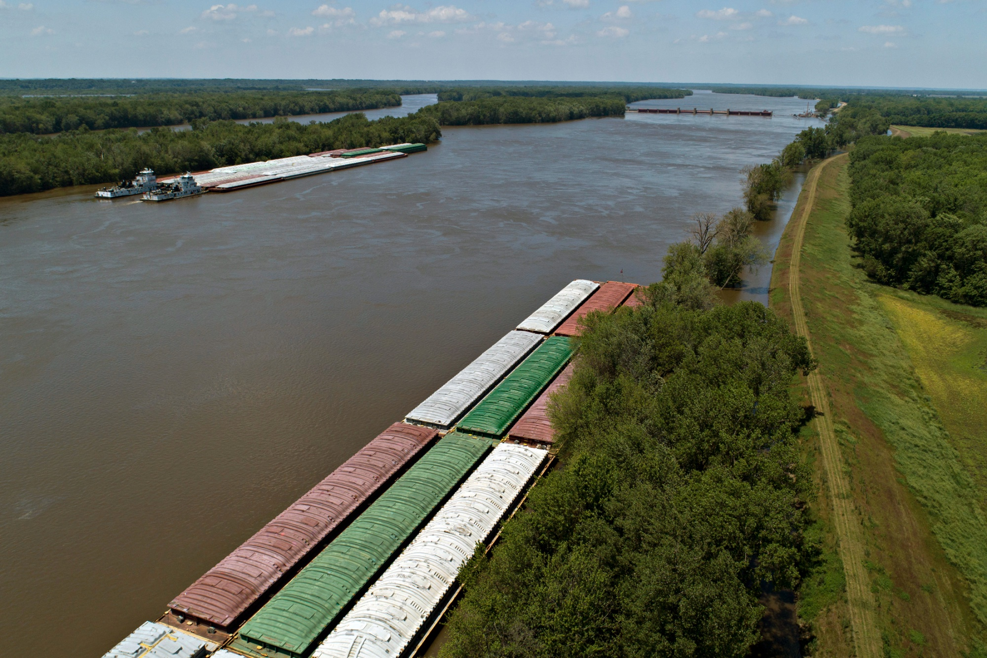 hight resolution of hundreds of barges stalled as floods hinder midwest supplies
