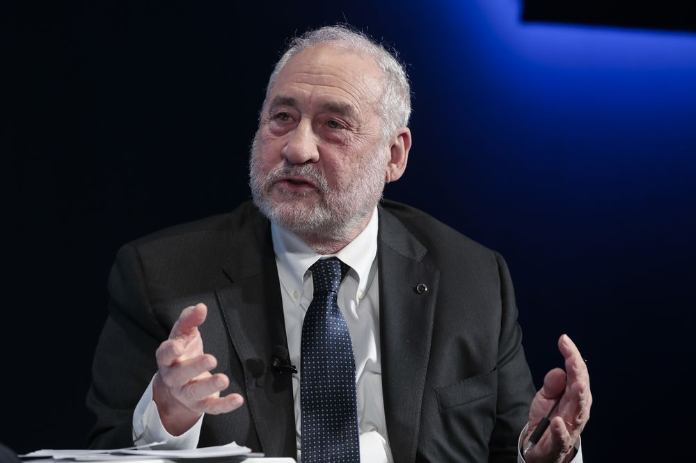 Stiglitz Among Fans of Exclusive Club: High-Yielding Do-Gooders ...