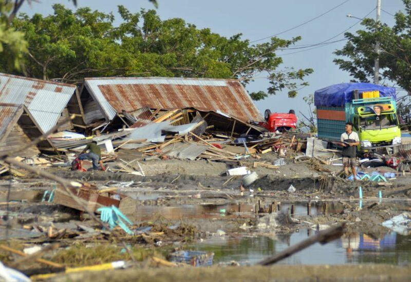 Αποτέλεσμα εικόνας για Indonesia tsunami and quake devastate coast; deaths top 380
