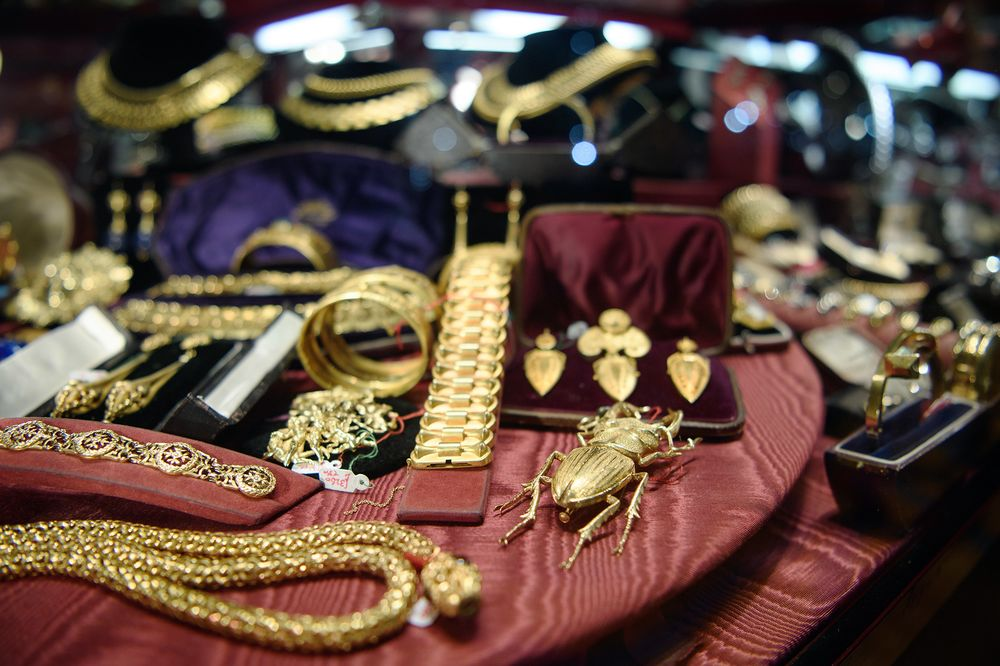 Richemont Buys Buccellati To Bolster Jewelry Business Bloomberg