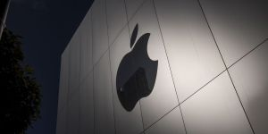 Apple makes the CEO available for hearing at the Senate App Store