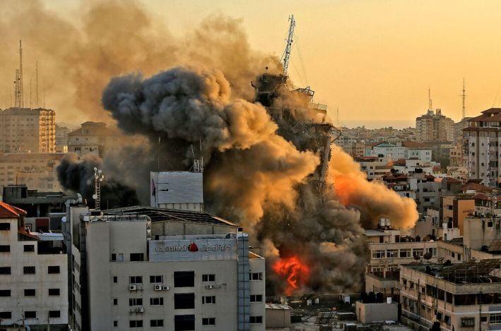 Israel-Gaza Violence: Israeli Jets Flatten 14-Story Building in Gaza - Bloomberg