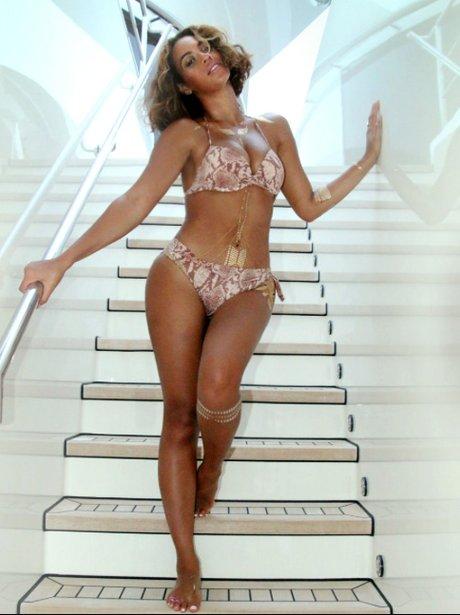 https://i0.wp.com/assets.capitalfm.com/2014/37/beyonce-bikini-holiday--1410945339-view-3.jpg?w=1060&ssl=1
