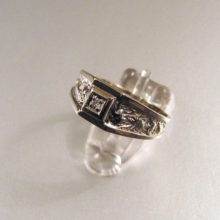 14 karat (585) white gold ring, set with a diamond