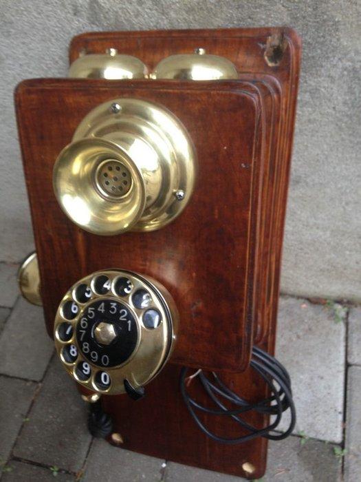 telephone mural ancien en bois et