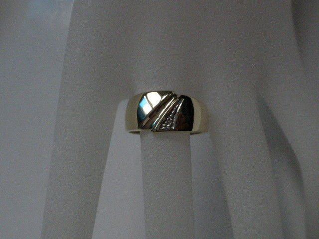 Wide 585 gold ring, small diamond