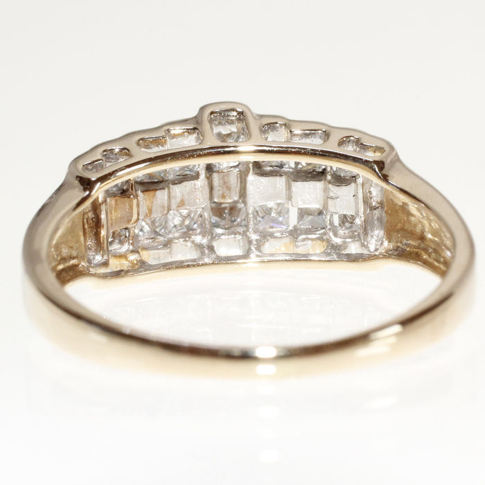 585/14 kt. yellow gold ring, set with 14 princess cut