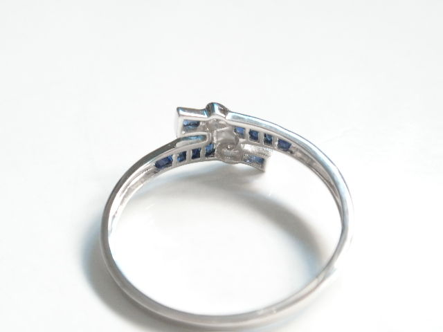 White gold ring 585 with sapphire and diamond
