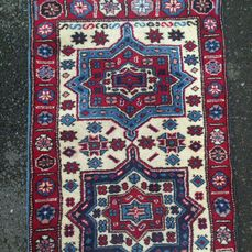 superbe tapis en longueur fait main en