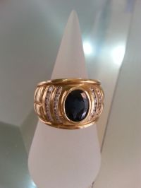 Ring with deep blue sapphire and diamonds - Catawiki
