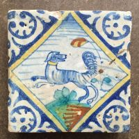 Quadrant tile with dog