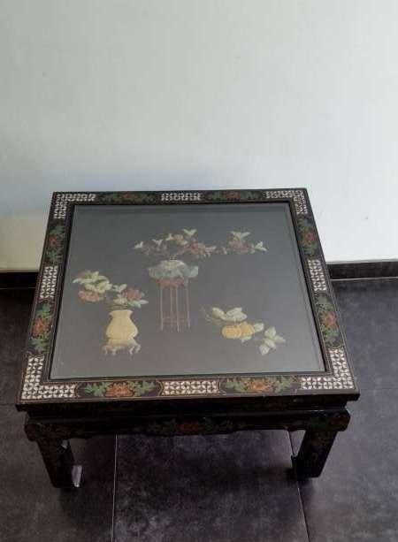 Chinese salontafel in zwarte lak met bloemen decor in