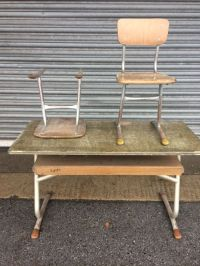 Junker - a school desk and two school chairs - Catawiki
