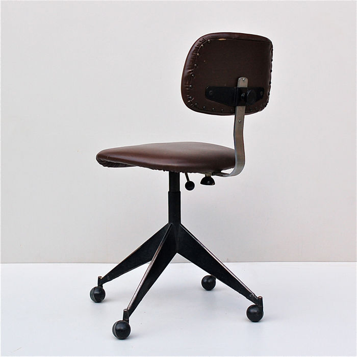chair on wheels vanity with storage pirelli vintage desk catawiki