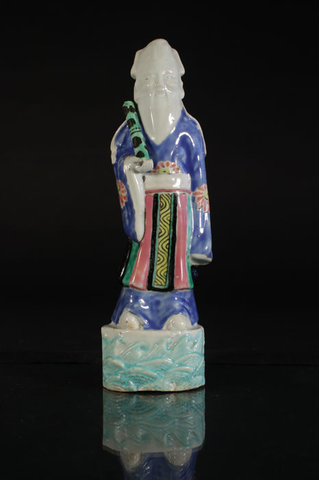 Porcelain statue with polychrome finish, depicting an immortal - China - Qianlong period (1735–1796) - Catawiki