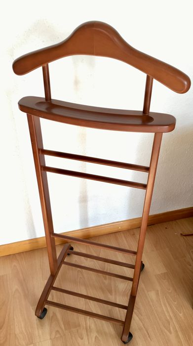 bedroom chair for clothes swivel vanity cheap stand valet wood cherry range catawiki