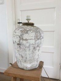 Authentic stone jug lamp, with new white shade - Catawiki