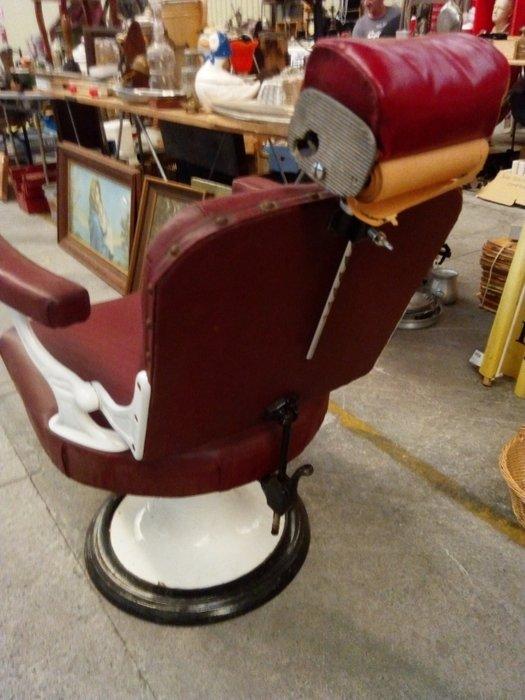 rare ancien fauteuil de coiffeur