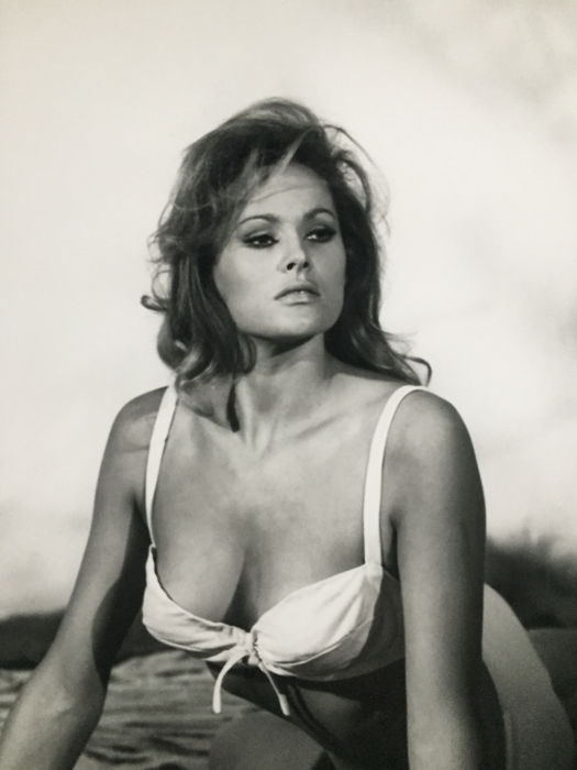 """Ursula Andress : Iconic studio photo from the first James Bond girl - """"Dr.No"""