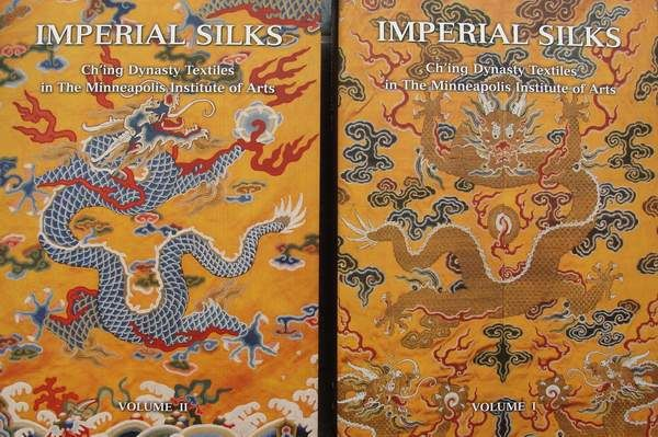 Books : Imperial Silks - Ch'ing Dynasty Textiles - 2 Volumes in slipcase - 1182 pages - 8.3 kg - China - .