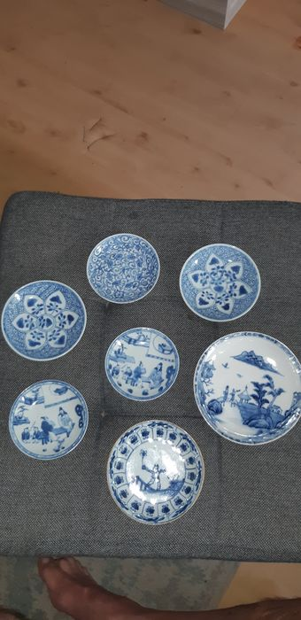 Saucers (7) - Blue and white - Porcelain - Flowers, Temple, people, bushes - schotels - China - 18th century - Catawiki