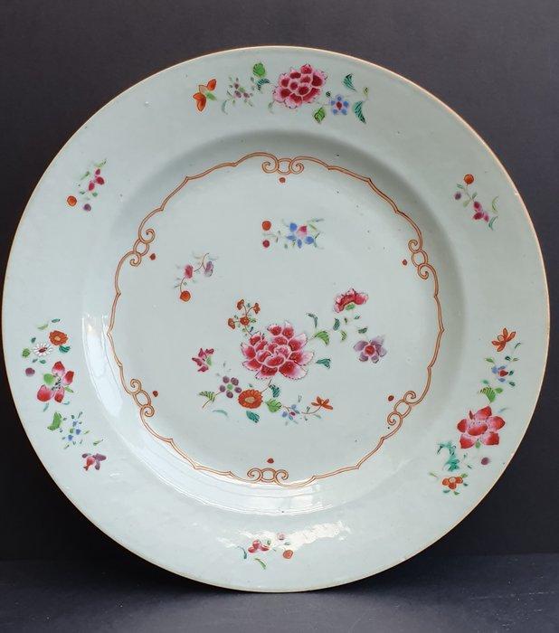 Plate (1) - Porcelain - Flowers - Beautiful Yongzheng Famille Rose plate - Mint condition. - China - Qianlong (1736-1795) - Catawiki