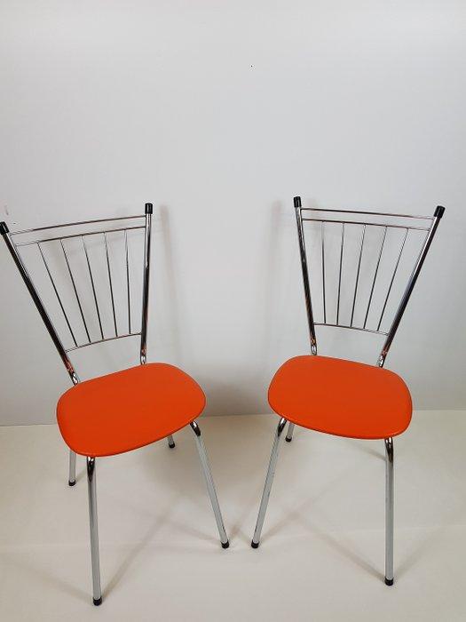 chaises de cuisine vintage orange avec