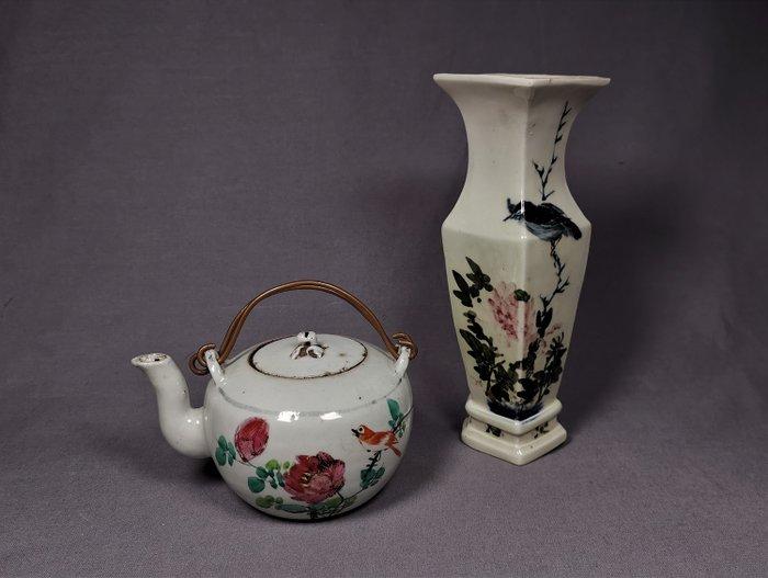 Teapot, Vase (2) - Famille rose - Porcelain - China - Republic period (1912-1949) - Catawiki