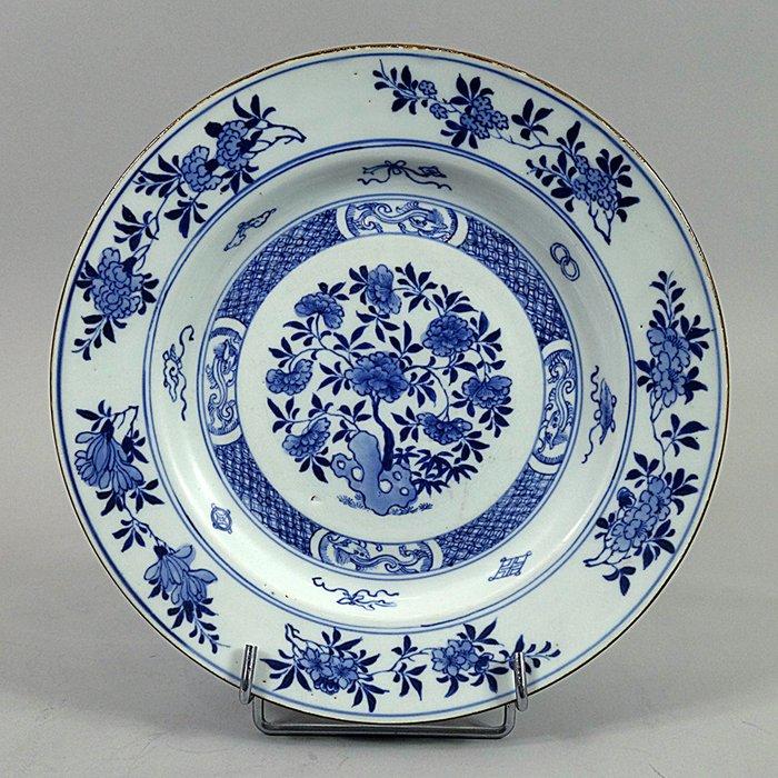 Plate - Blue and white - Porcelain - Qilongs - China - Kangxi (1662-1722) - Catawiki