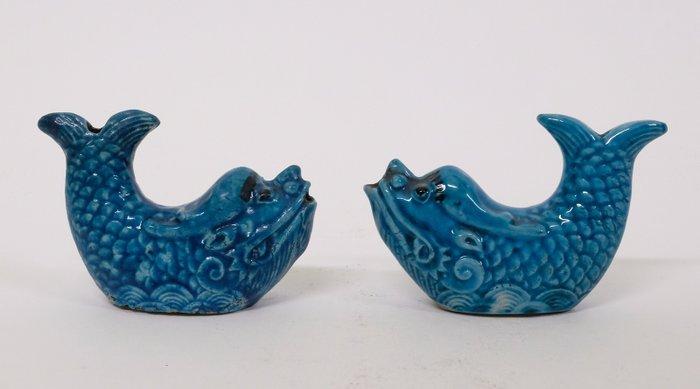 Chinese turquoise glazed water droppers (2) - Ceramic - Dragon fish - China - Kangxi (1662-1722) - Catawiki