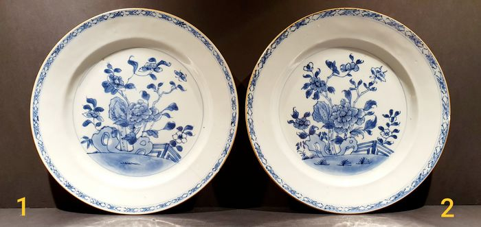 Beautiful Kangxi period plate with floral decor (2) - Blue and white - Porcelain - Flowers - China - Qianlong (1736-1795) - Catawiki