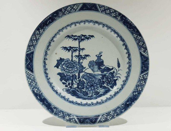 Plate (1) - Blue and white - Porcelain - Flowers, Treasure - Beautiful Fully Decorated Qianlong Plate - China - Qianlong (1736-1795) - Catawiki