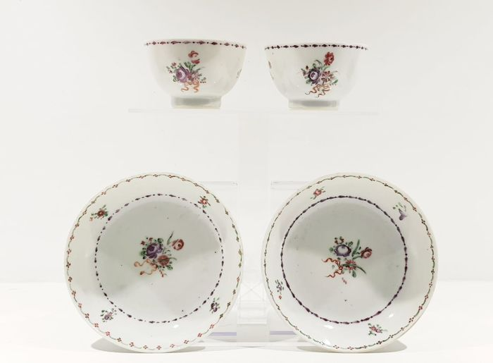 Saucers, Tea cups (4) - Famille rose - Porcelain - Flowers - Set of 2, 18th century Famille Rose cups and saucers - China - 18th century - Catawiki