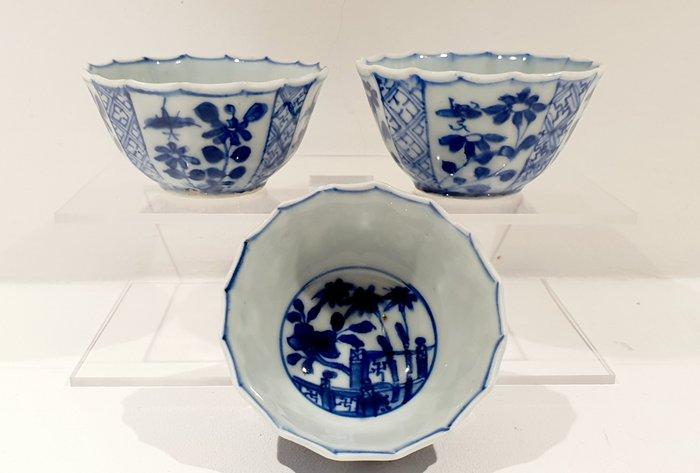 Tea cups (3) - Blue and white - Porcelain - Flowers - China - Kangxi (1662-1722) - Catawiki
