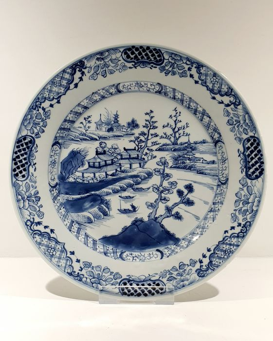 Plate (1) - Blue and white - Porcelain - Flowers, Landscape - Large Fully Decorated Qianlong plate Ø 26 cm - China - Qianlong (1736-1795) - Catawiki