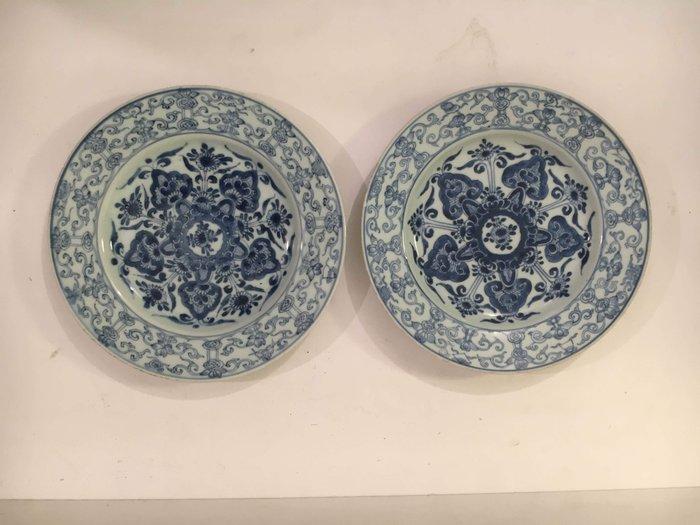 Plates (2) - Blue and white - Porcelain - China - Kangxi (1662-1722) - Catawiki