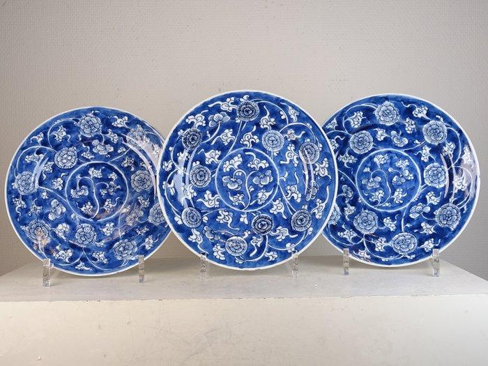 Three plates - Porcelain - Floral - China - Kangxi (1662-1722) - Catawiki