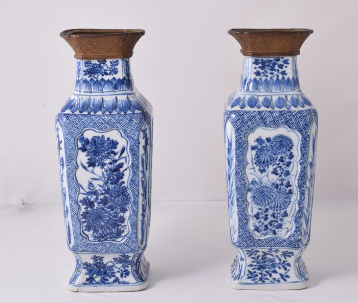 A pair of large vases - Blue and white - Porcelain - China - Kangxi (1662-1722) - Catawiki