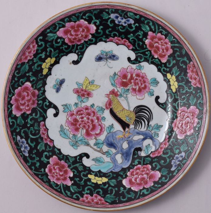 Famille Rose-Noire cockerel plate - Porcelain - China - Qianlong (1736-1795) - Catawiki