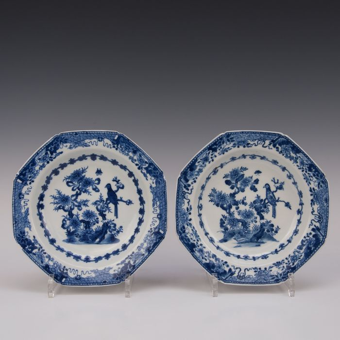 A few octagonal signs (2) - Porcelain - Bird on a branch - China - Qianlong (1736-1795) - Catawiki