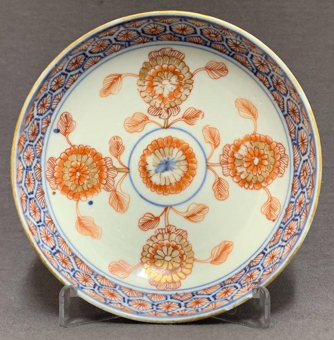 Saucer - Porcelain - Chrysanthemums red and gold marked - China - Kangxi (1662-1722) - Catawiki