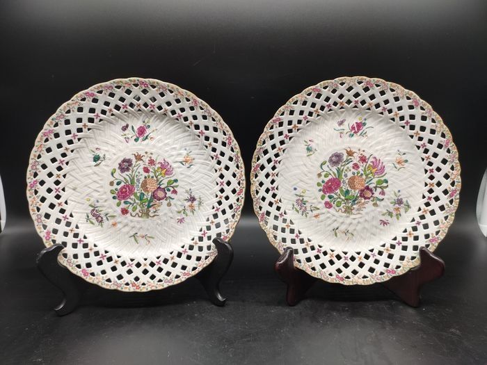 Plates (2) - Famille rose - Porcelain - Flowers - Chinese export - China - 18th century