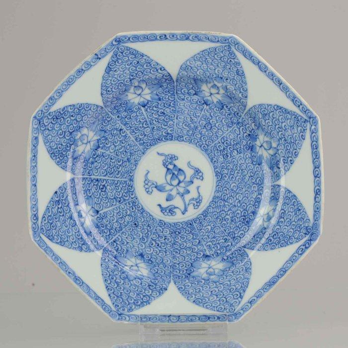 Plate (1) - Lotus Flowers SE Asia - Porcelain - Kangxi or Yongzheng Lotus Plate - China - 18th century