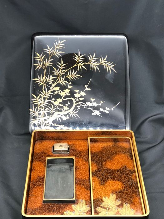 Ink stone - Gilt metal, Wood - With wooden box - 黒地蒔絵 - Cherry blossom and bamboo - Japan - Meiji period (1868-1912) - Catawiki