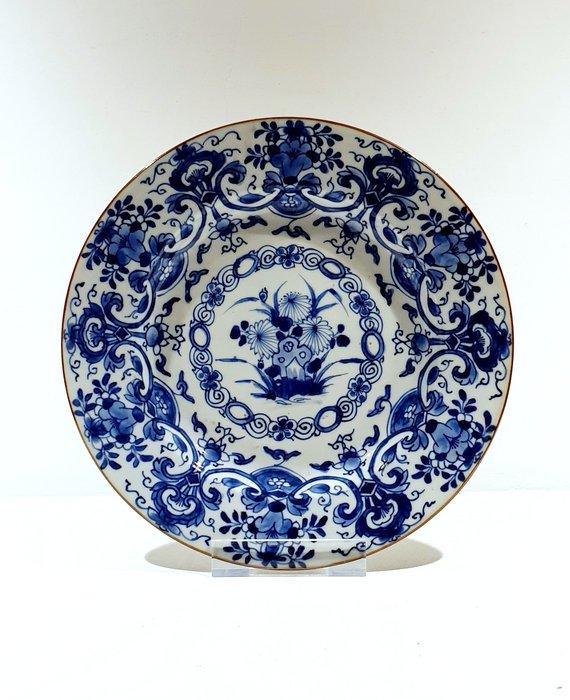 Plate (1) - Blue and white - Porcelain - Flowers - Very nice Kangxi plate Ø 22 cm - China - Kangxi (1662-1722) - Catawiki