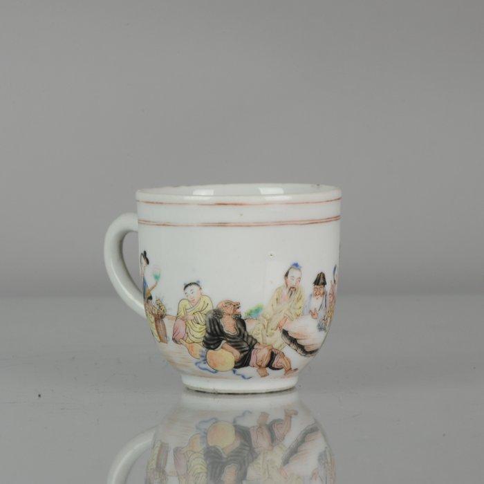 Cup - Porcelain - Qing Period High quality mandarin figures - China - Qianlong (1736-1795) - Catawiki
