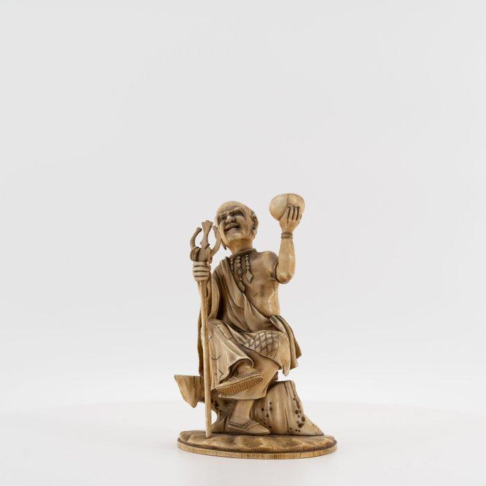 Okimono, signed Toshi-Masa - Elephant ivory - Mendicant Priest - Japan - Late Edo period