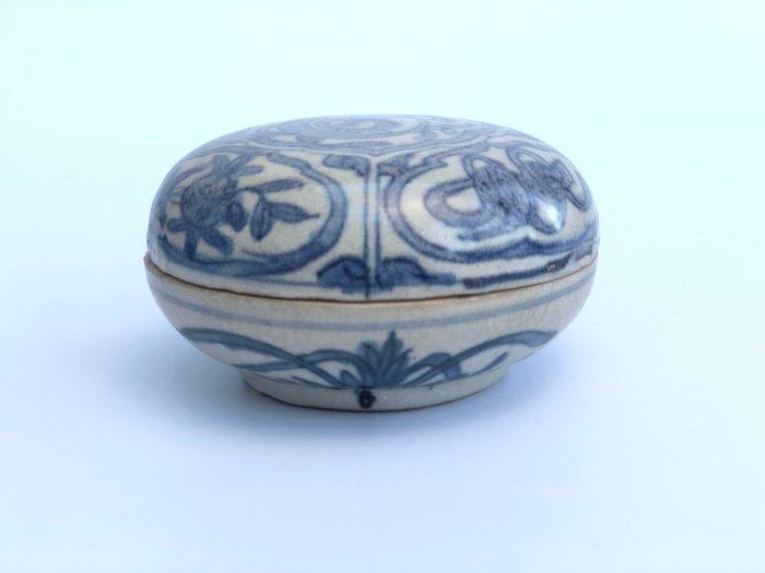 Box (1) - Blue and white - Porcelain - Peaches, Prunus - Decorated Box Wanli Period - China - Ming Dynasty (1368-1644) - Catawiki
