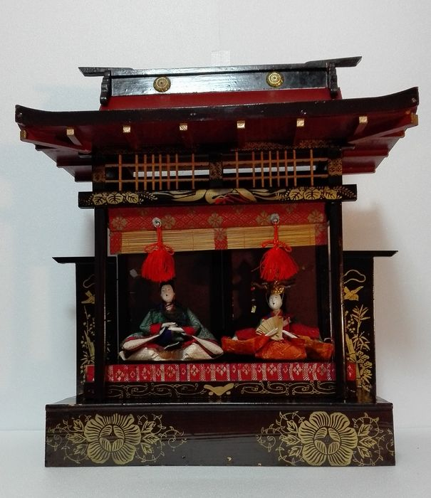 Dools in Hina Goten(Imperial court for Dolls festival)-in Wood palce with lacquered by Urushi - Wood , Silk