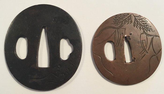 Tsuba (2) - Copper - Twee klein formaat tsuba's met afbeeldingen van oa golven, vogels, wensbriefjes en plantentakken - Japan - ca 1800 (Edo period) - Catawiki